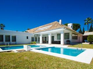 Five-Bedroom Villa - Villa Marina 15 - Puerto José Banús vacation rentals