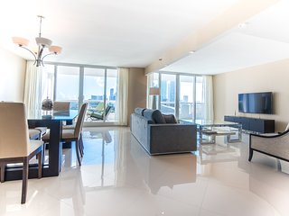 The Grand 2054 | 2bed/2bath | Free Valet Parking - Coconut Grove vacation rentals