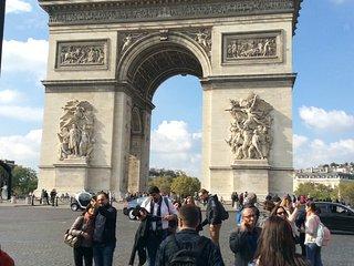 Quartier Champs Elysées - location 1 à 5 personnes - Paris vacation rentals