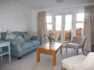 SAPLINGS, light and airy townhouse, two bedrooms, WiFi, enclosed courtyard, in Wells, Ref 930976 - Wells vacation rentals