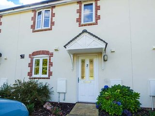 2 KENSEY COURT, two bedrooms, off road parking, enclosed lawned garden - Launceston vacation rentals