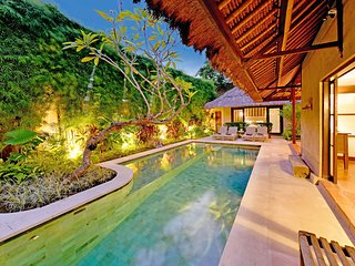 3 BEDROOM LUXURY BALI VILLA - SLEEPS 7 - SALT WATER POOL - CENTRAL SEMINYAK - Seminyak vacation rentals