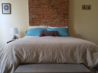 Charming bedroom in a townhouse duplex! - Jersey City vacation rentals