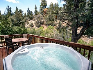 2 bedroom House with Hot Tub in Big Bear City - Big Bear City vacation rentals