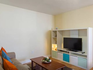 Furnished 3-Bedroom Apartment at Bow St & Hale Ave Medford - Medford vacation rentals