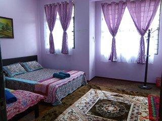 4 bedroom House with Parking in Kampung Baharu Nilai - Kampung Baharu Nilai vacation rentals