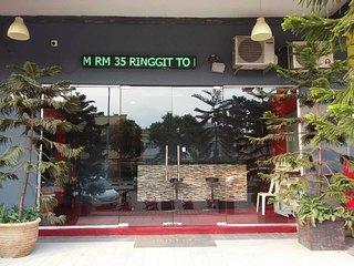 Harraz Hotel - Family Triple Room - Nilai vacation rentals