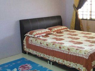 Comfortable House with Parking and Washing Machine - Changloon vacation rentals