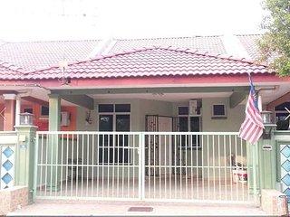 4 bedroom Condo with Parking in Kangar - Kangar vacation rentals