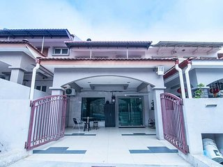 Grandview Vip Home Raub - Triple Deluxe Room - Raub vacation rentals