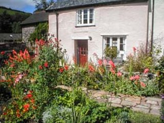 OLD HOUSE COTTAGE, romantic retreat, woodburner, pet-friendly, private garden, WiFi, Dulverton, Ref 935214 - Dulverton vacation rentals