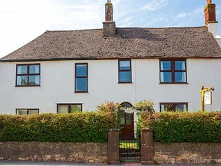 FAIRFIELD HOUSE, superb farmhouse, en-suites, woodburner, hot tub, sauna, in Williton, Ref 942064 - Williton vacation rentals
