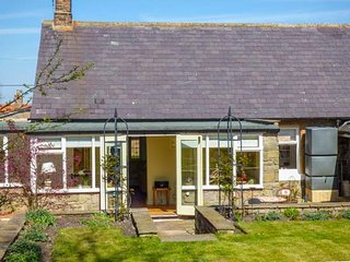 COBBLESTONES, woodburner, WiFi, enclosed garden, pet-friendly, in Newton on the - Newton on the Moor vacation rentals
