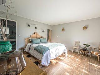 Les Petits Gardons / Gîte Es Vedrà pour 5 personnes avec piscine intérieure - Castillon-du-Gard vacation rentals