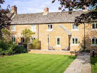 Lovely 1 bedroom Upper Oddington Cottage with Internet Access - Upper Oddington vacation rentals