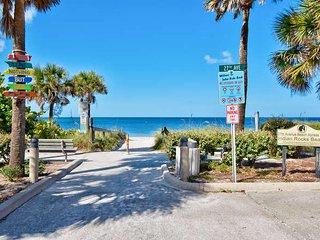 BEACHSIDE TOWNHOME 2BR/2.5BA/2 Carport **PETS OK** - Indian Rocks Beach vacation rentals