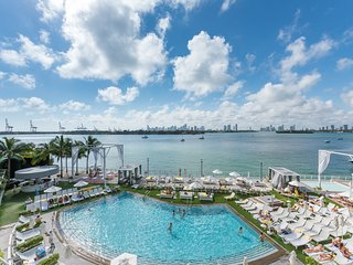 Luxury Bay view balcony Condo Suite, free WiFi, 24 Gym, Spa. 4 - Miami Beach vacation rentals
