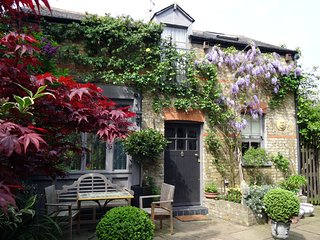 The Coach House B&B - London vacation rentals
