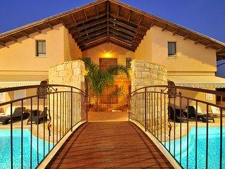 Nice Villa with Deck and Hot Tub - Amka vacation rentals