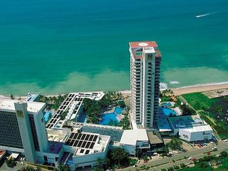 El Cid El Moro Beach: 2-BR, Sleeps 10, Kitchenette - Mazatlan vacation rentals
