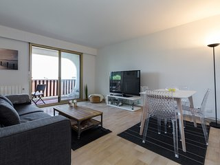 Nice Studio with Internet Access and Washing Machine - Saint-Laurent du Var vacation rentals