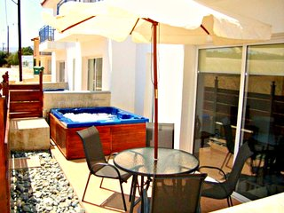 Stunning 1 bedroom Apartment - Private Heated Jacuzzi - Lovely Communal Swimming Pool - Argaka vacation rentals