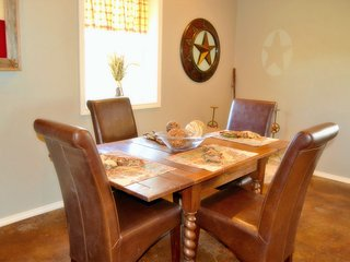 Comfortable House with A/C and Parking Space - Fredericksburg vacation rentals