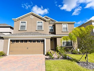 Spacious, Attractive 6 BR 6BA pool home with game room from $150/nt - Orlando vacation rentals