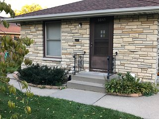 Perfect 2 bedroom House in Minneapolis with Internet Access - Minneapolis vacation rentals