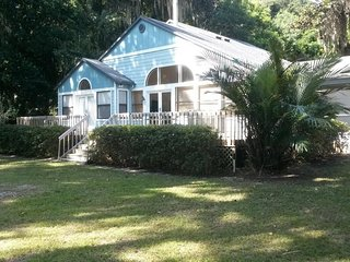 Peaceful Waterfront Home in Historic Melrose - Melrose vacation rentals