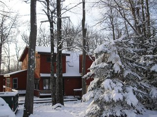 Poconos Chalet Vacation Best Deal in Poconos No fee or taxes Over 200 five star - Tobyhanna vacation rentals