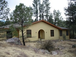 RavenHouse: Comfort and Beauty in Nature - Silver City vacation rentals