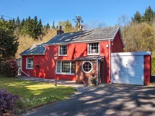 Lovely Cottage with Washing Machine and Television - Crynant vacation rentals