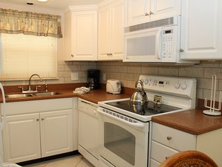 Bright 2 bedroom Madeira Beach House with Internet Access - Madeira Beach vacation rentals