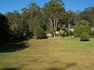 Country Cottage just off M1....but, no noise! - Valla Beach vacation rentals