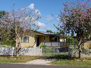 Air conditioned island cottage - Macleay Island vacation rentals