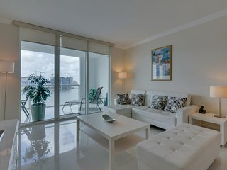 Bayview condo w/ well-appointed balcony & skyline views + shared pool & hot tub! - Sunny Isles Beach vacation rentals