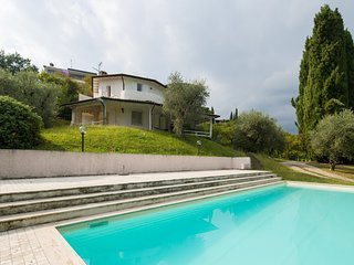 5 bedroom House with Internet Access in San Felice del Benaco - San Felice del Benaco vacation rentals