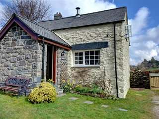 Lovely Cottage with Internet Access and Washing Machine - Capel Garmon vacation rentals