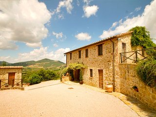 Large country villa with pool and stunning views. - Fontignano vacation rentals