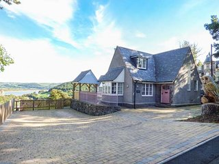 BRONWEN COTTAGE stylish semi-detached, woodburner, close to town amenities, WiFi, Conwy, Ref 937200 - Conwy vacation rentals