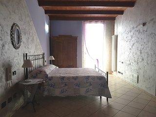 L'orto del pettirosso - intera casa con giardino - San Maurizio Canavese vacation rentals