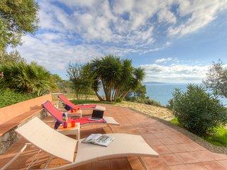 Bright 4 bedroom Villa in Cala Piccola - Cala Piccola vacation rentals