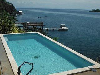 NEW 30' POOL- Snorkel. Kayak. Dive. AWARD WINNER! - Roatan vacation rentals