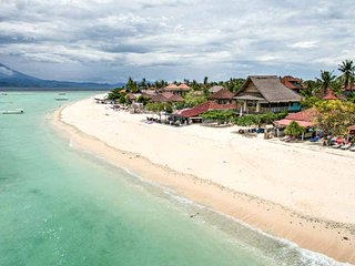 Kainalu Shipwreck Villa - 5 bedroom Beach House - Nusa Lembongan vacation rentals
