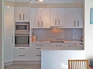 2 bedroom Condo with Garage in Shoal Bay - Shoal Bay vacation rentals