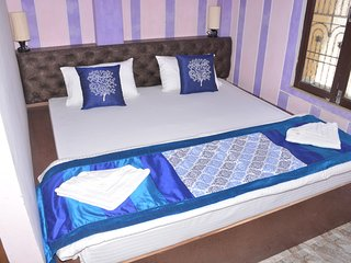 Bright 5 bedroom Varanasi Bed and Breakfast with Internet Access - Varanasi vacation rentals