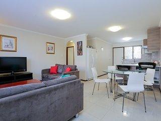 Execellent 2BRM Apartment Six-2mins to cafes shops - East Victoria Park vacation rentals