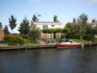 Villa Lisdodde 2 a/t waterfront, IJsselmeer beach. - Workum vacation rentals