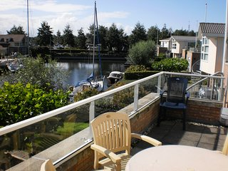 Villa Lisdodde 2 a/t waterfront, IJsselmeer beach. - Workum vacation rentals